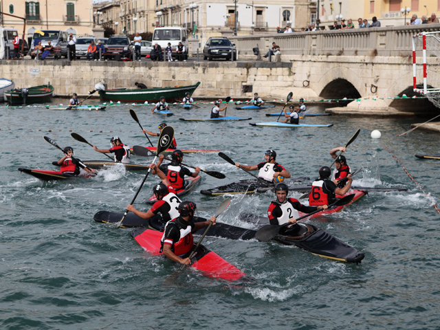 Canoa polo in Ortigia